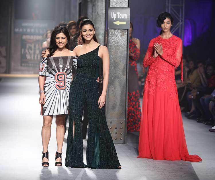 Alia Bhatt Flaunts Her Curves For Namrata Joshipura On Day 3 Of AIFW'17