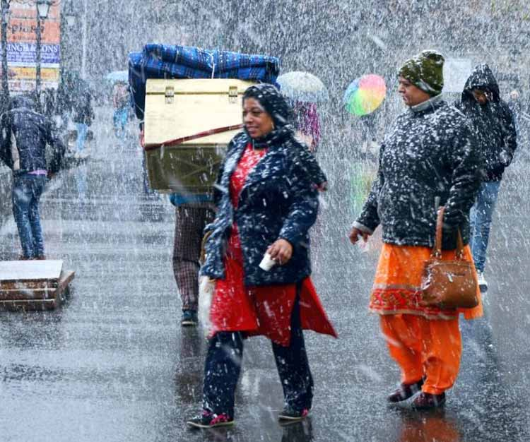 Himachal Pradesh, Uttarakhand and Kashmir snow-capped; Rains to continue for next 3 days
