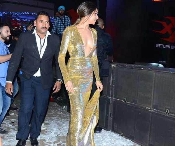 Deepika Padukone Wardrobe Malfunction Hot Photos