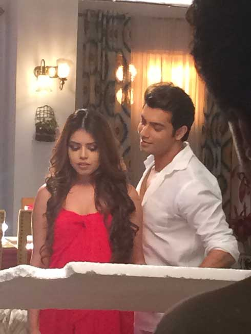 LEAKED PHOTOS Sharad Malhotra Shoots An Intimate Song With Newbie Zoya Chatterjee