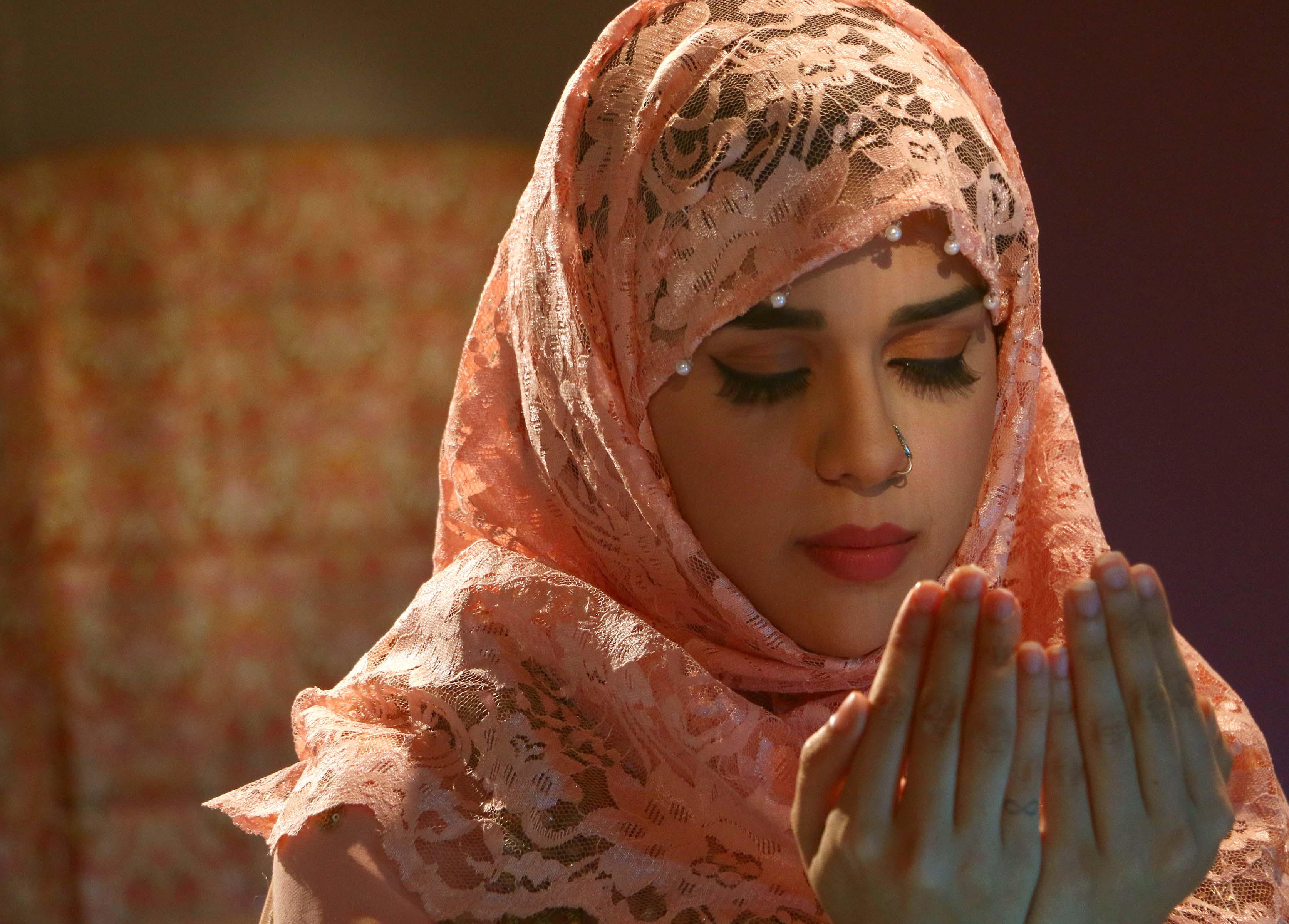Eisha Singh Adnan Khan With Cast Of Serial Ishq Subhan Allah Shot Bakra Eid Promo Cup Of Story